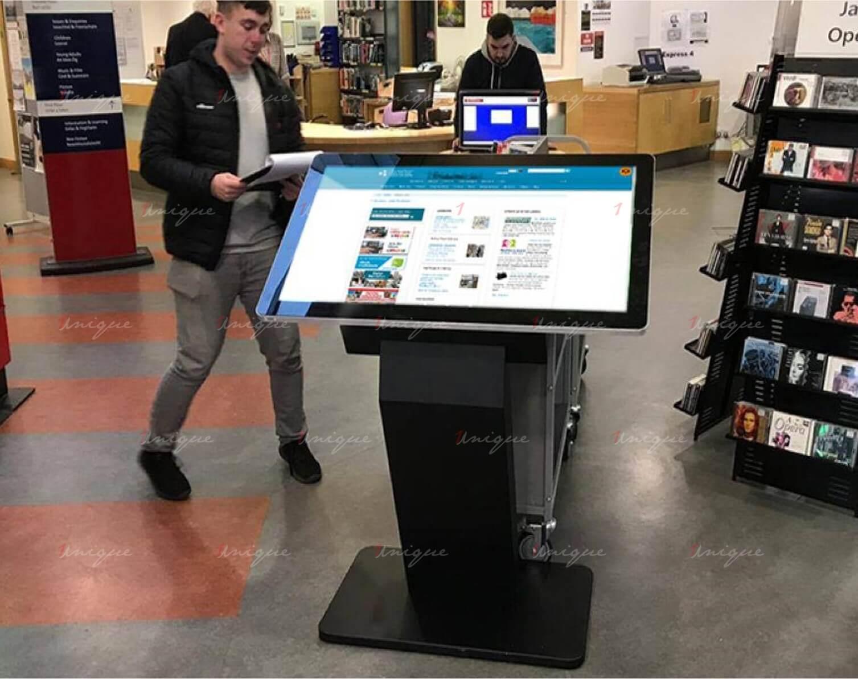 màn hình LCD chân quỳ 32 inch